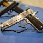 Zistite prečo mužov už od detstva fascinujú zbrane