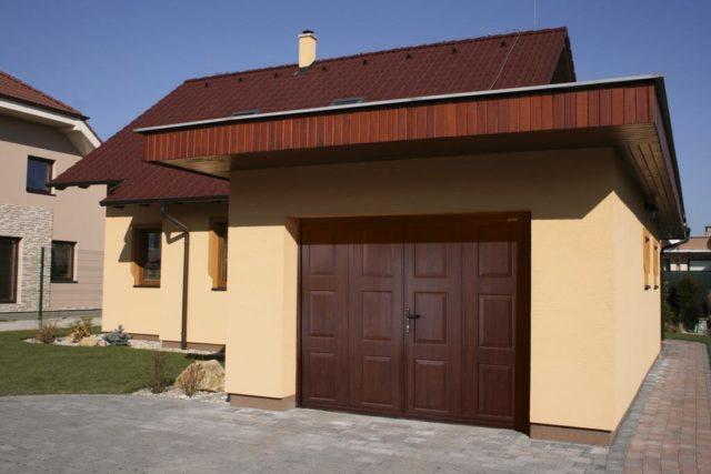 Prvý dojem domu je plot či garáž