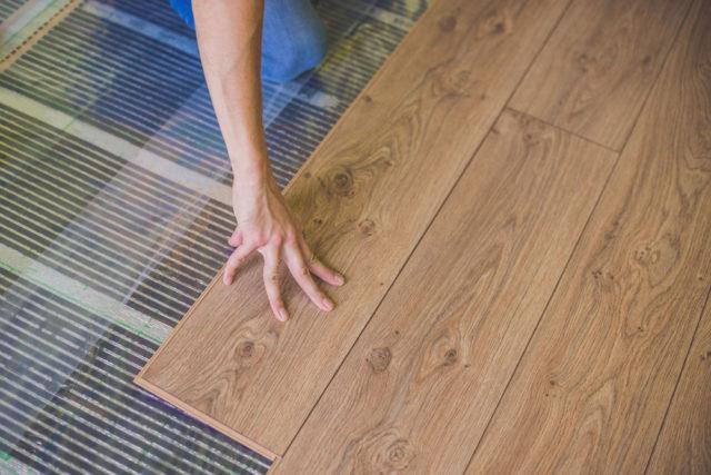 Pokladanie drevenej podlahy vyžaduje správnu prípravu. Viete ako na to?