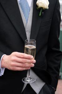 Pánsky oblek – nevyhnutná súčasť garderóby muža