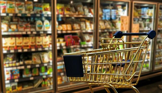 Konzumná spoločnosť vyžaduje supermarkety. Supermarkety vyžadujú obaly. Ako tomu naozaj je?